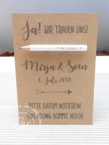 Save the date Karte, kraftbraun mit Bleistift im Postkartenformat