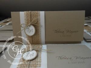 Hochzeitseinladung aus Papier in natur, innen Einstecktasche mit Juteband und Kordel