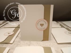 Pocket Card mit rundem Magnetemblem als Verschluss - modern & stylish