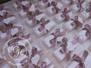 Geschenkbox länglich mit breiter Schleife in rosé