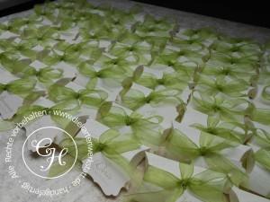 Pillowbox mit Organzabandschleife in maigrün